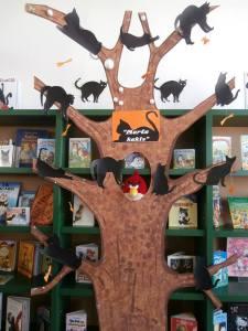 Котяче дерево в Ризькій центральній бібліотеці